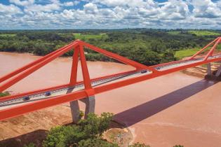 Puente Pachitea: Extensa estructura mixta