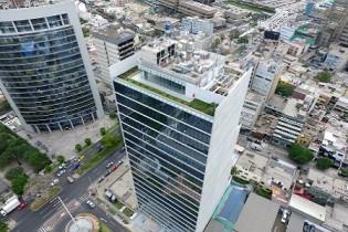 Ichma, edificio corporativo: Sobriedad en concreto y cristal