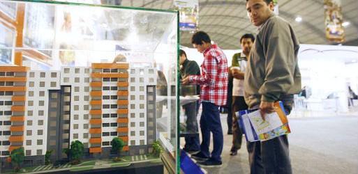 Gobierno impulsa que bancos bajen tasas de interés en compra de casas