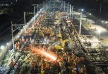 China: 1.500 trabajadores tendieron vías de una estación de trenes en 9 horas