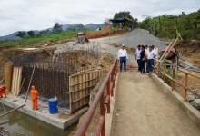 Supervisan construcción de puente modular en Piura