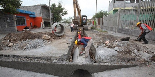 Gobernador de La Libertad afirma que trabajan en drenaje pluvial de Trujillo