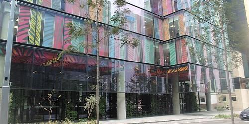 Edificio Real 2: Estructura matizada de colores