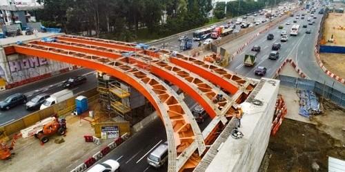 Por obras realizan desvíos del tránsito en intercambio vial EL Derby